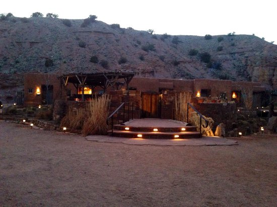 Ojo Caliente Mineral Springs Resort and Spa : Private pool area for the pueblo and cliff side suites.