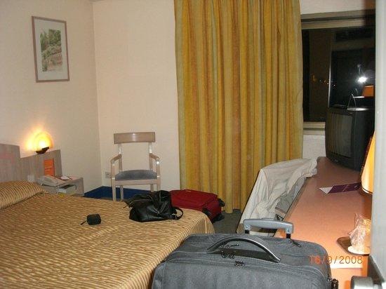 Mercure Marseille Centre Prado Hotel Vélodrome : Unser Zimmer