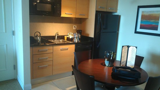 Residence Inn Fort Lauderdale Intracoastal/Il Lugano: kitchen with everything you need