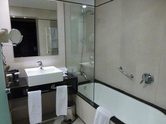 Andalucia Center Hotel: バスルーム