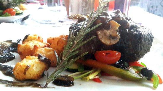 Inniebosch: Succulent fillet steak with cherry sauce