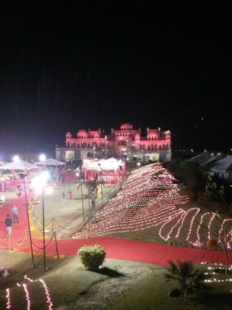 Rajasthali Resort and Spa : Main Building and Lawns