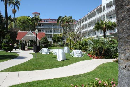 Coronado Sheerwater Restaurant: Hotel Lawn