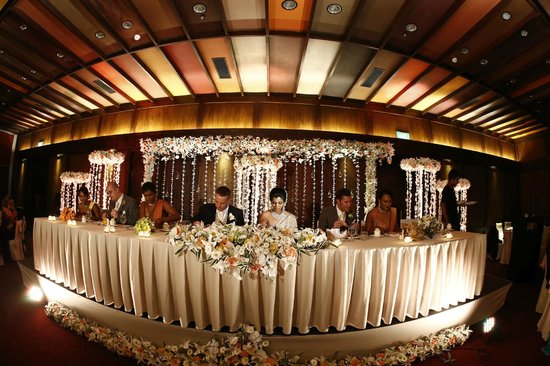 Our headtable picture of jetwing blue negombo tripadvisor jetwing blue our headtable junglespirit Gallery