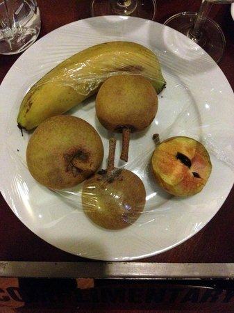 Hanoi Charming 2 Hotel: complimentary fresh fruit