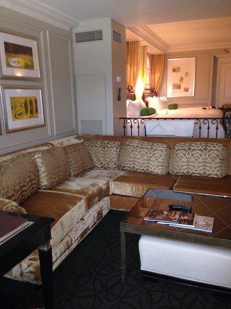 Venetian Resort Hotel Casino : Large sunken living room with couch in Bella suite