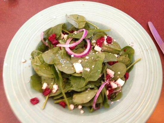 Ciccino's Pizzeria & Restaurant: Ciccino's spinach & cranberry salad