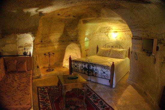 Castle Inn: Cave