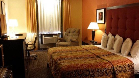 Days Inn & Suites Stevens Point: King Room