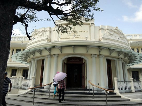 Queen Sirikit Museum of Textiles: Entrance to the Museum of Textiles