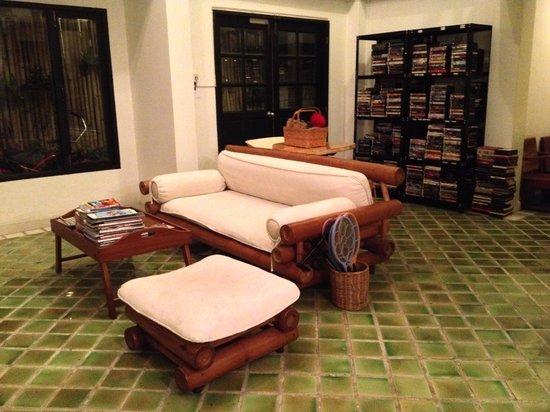 Early Bird Bed & Breakfast: Public living room