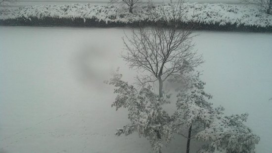 La Quinta Inn & Suites Secaucus Meadowlands: It snowed quite often while I was there