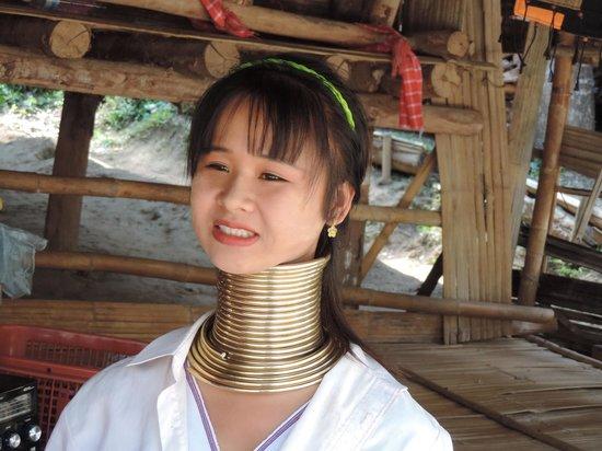 Holiday Inn Chiang Mai: mujeres jirafa