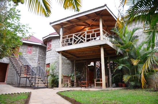 Christina House & Mini Lodge: side view