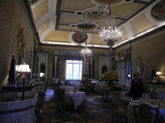 Rambagh Palace: Opulent dining ...