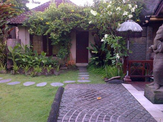 Villa Gaia: kamar hotel dengan kamar mandi yang terbuka diatasnya bener benar menyenangkan back to nature