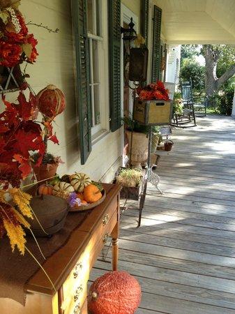 Hodge Podge Lodge: Front porch