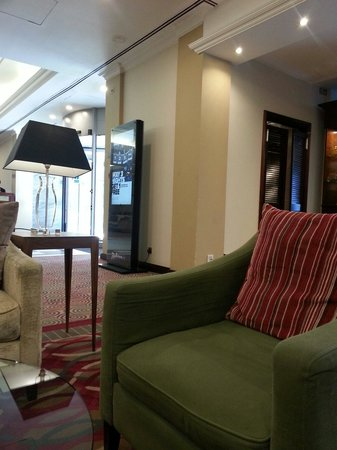Radisson Blu Portman Hotel, London : Lubby is simple and luxury at the same time