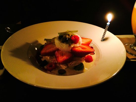 Les Deux Singes de Montarvie: Birthday dessert ( my favorite)
