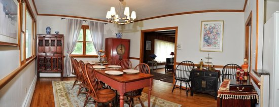 Bay Cottage Bed Breakfast Dining Room
