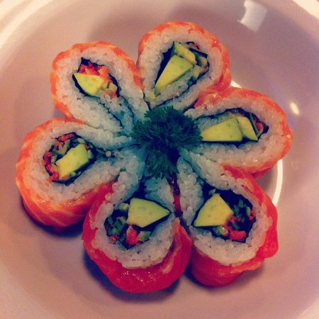 Nijyumaru Japanese Restaurant: Salmon maki <3