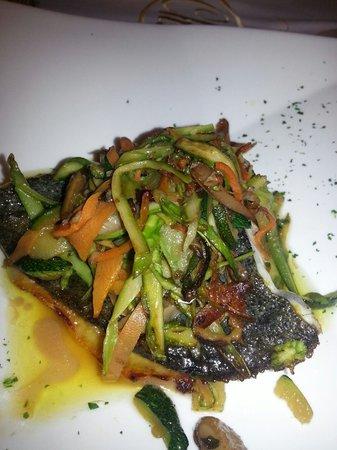 Restaurante Txalupa: Rodaballo con verduritas