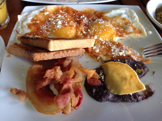 Hotel Reina Roja: Reina roja eggs...free breakfast