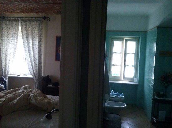 La Giribaldina: L'enorme bagno e la stanza