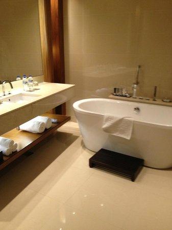 JW Marriott Marquis Hotel Dubai: Bathroom