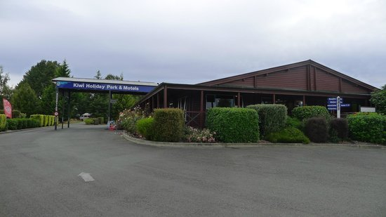 Te Anau Kiwi Holiday Park: Reception area