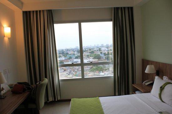 Holiday Inn Manaus: Вид из окна, ночью очень красиво переливаются огни города