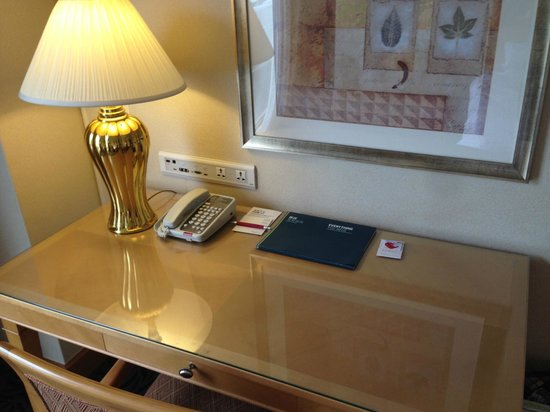 Four Points By Sheraton Taipei, Zhonghe: Room Desk