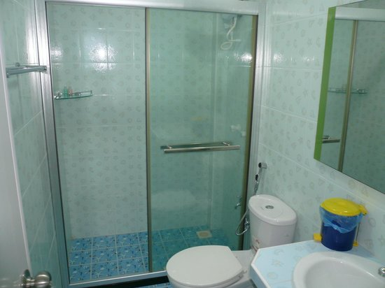 Sun Shine View: a separate shower room in the ocean view room