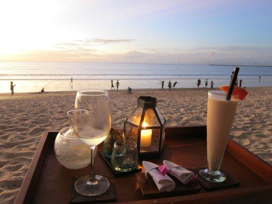Belmond Jimbaran Puri: Beach Bar, Sunset, Low tide