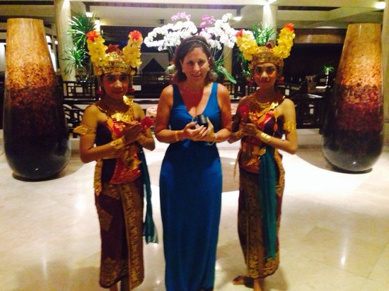 Sol Beach House Benoa Bali by Melia Hotels International : Traditional dancers in foyer of an evening