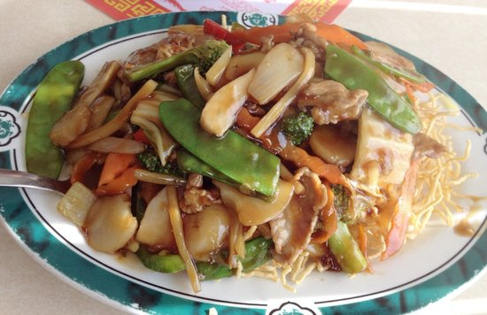 Jade Dragon: Chicken chow mein