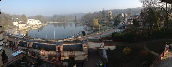 Hotel du Beryl : View from our bedroom overlooking the lake