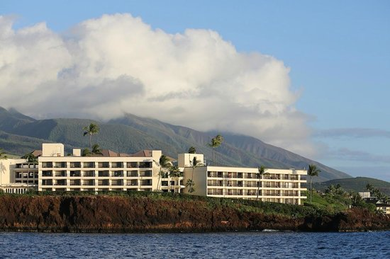 Sheraton Maui Resort & Spa: View from the ocean, these are the ocean front deluxe rooms.
