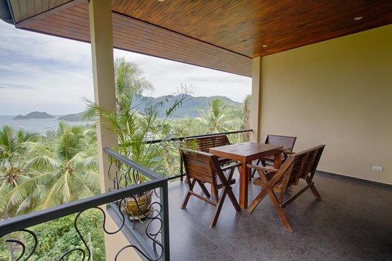 Koh Tao Heights Exclusive Apartments: Studio Apartment Balcony
