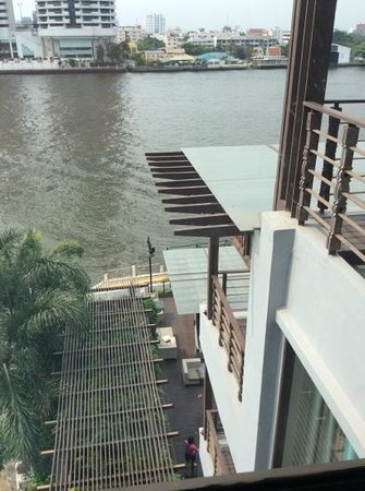 Riva Surya Bangkok: side view from our room.