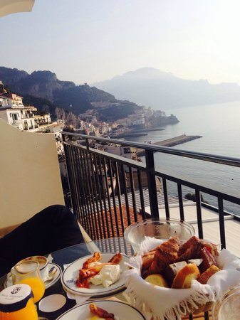 Santa Caterina Hotel: Breakfast served on our balcony