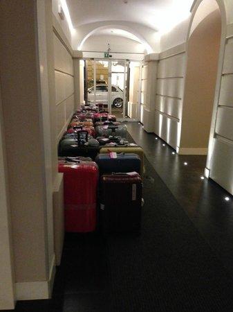 Hotel Villafranca: приехала группа японских школьников