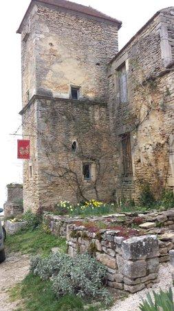 Château de Châteauneuf-en-Auxois: Glöm inte titta in på La Malle au  Chimère med antikviteter från ostasien
