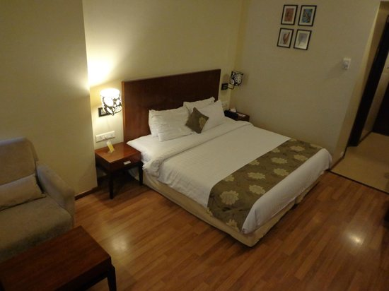 Keys Hotel The Aures : large comfortable bed