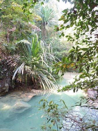 Si Sawat, Thailand: Een hele klim, maar wat een natuur bij de Erawan watervallen.