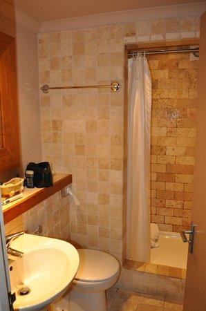 Innkeeper's Lodge Tunbridge Wells, Southborough: Bathroom
