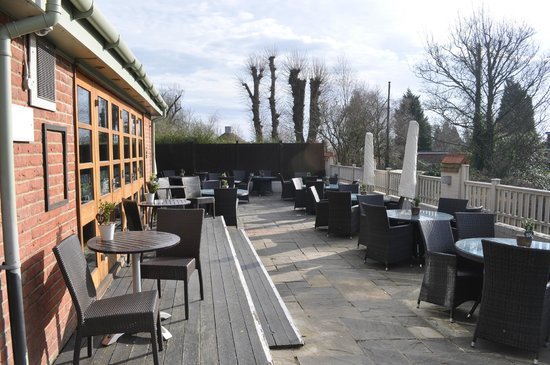 Innkeeper's Lodge Tunbridge Wells, Southborough: Terrace