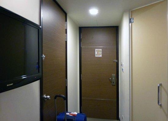 Aqueen Hotel Lavender: room entrance