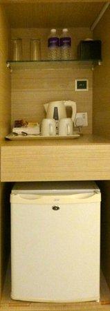 Aqueen Hotel Lavender: tea kettle