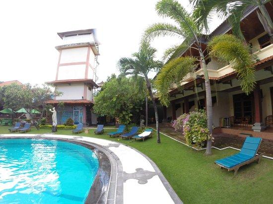 Masa Inn : Территория отеля